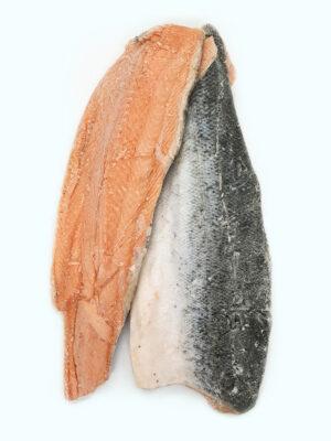 Atlantinės lašišos (auginta) filė su oda dydis 1000g+/filė. Kaina 12,40 €/kg