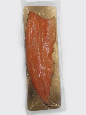 Karštai rūkyta Atlantinės lašišos filė su oda (auginta)  dydis 1000g+/filė. Kaina 13,30 €/kg